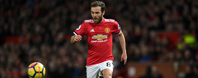 Manchester United forward wants new deal