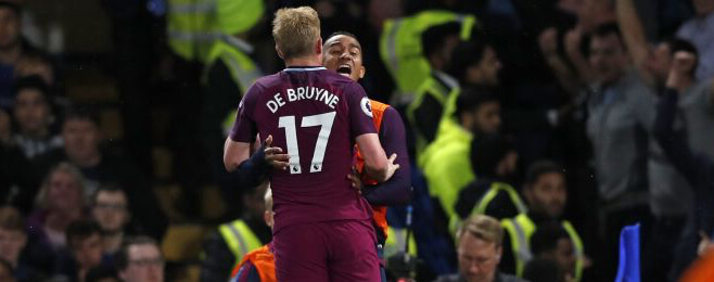 De Bruyne stunner sends Manchester City top after Chelsea win