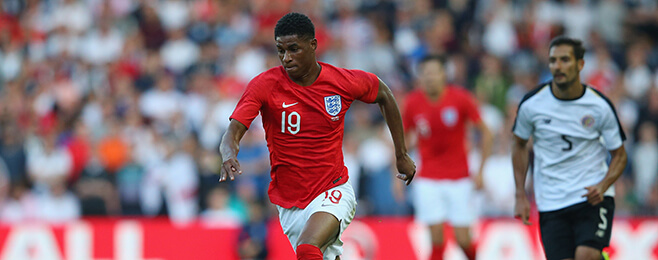 Manchester United plan contract talks with Rashford